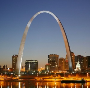 1280px-St_Louis_night_expblend_cropped