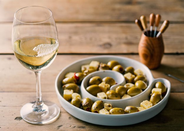 Gouda-with-cumin-olives-with-white-wine-square